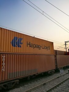 using container pods to ship goods by train